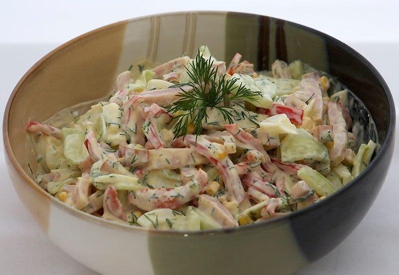Фото к рецепту: Салат с яйцом и ветчиной
