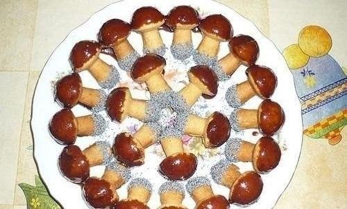 Фото к рецепту: Печенье Грибочки