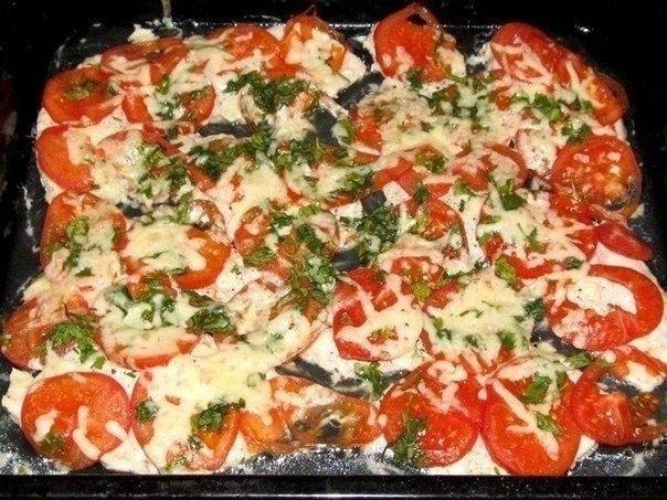 Фото к рецепту: Куриное филе, запечённое с помидорами