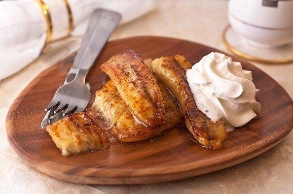 Фото к рецепту: Жареные бананы со сливками