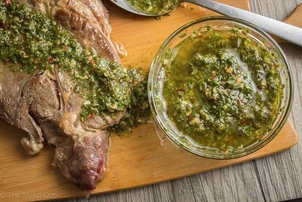 Фото к рецепту: Соус чимичурри (Chimichurri Sauce)