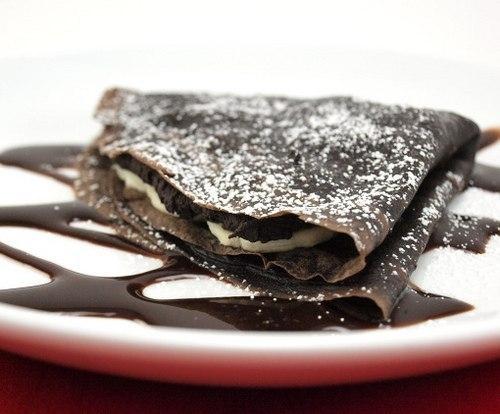 Фото к рецепту: Шоколадные блины с бананами