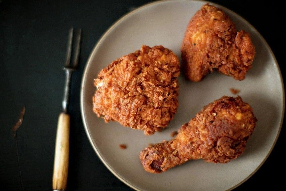 Фото к рецепту: Курица с хрустящей корочкой