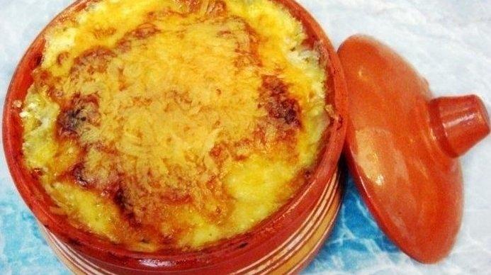 Фото к рецепту: Пельмени жареные в горшочке.