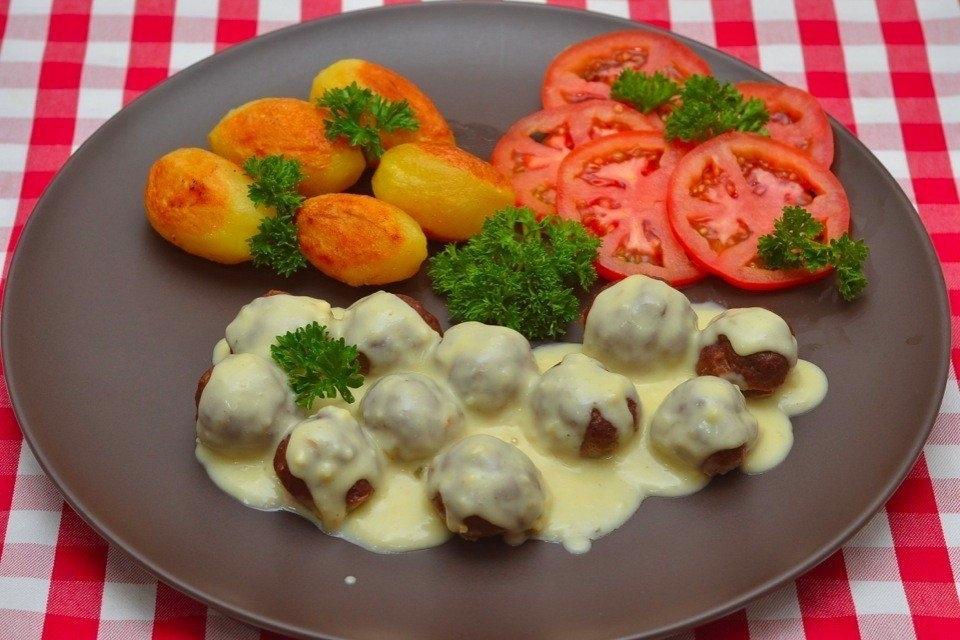 Фото к рецепту: Мясные шарики из говяжьего фарша под сливочным соусом