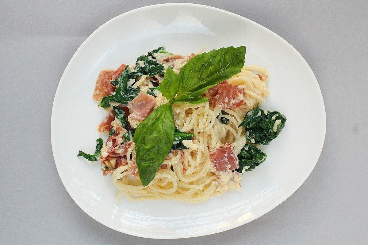 Фото к рецепту: Спагетти Карбонара с итальянской ветчиной