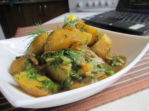 Фото к рецепту: Карри с грибами и картофелем