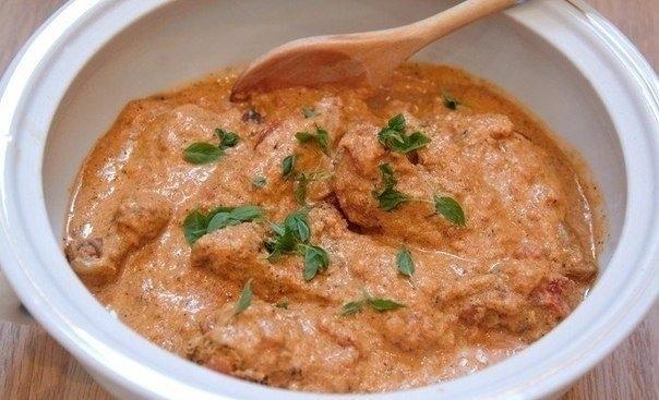 Фото к рецепту: Курица в томатно-сливочном соусе