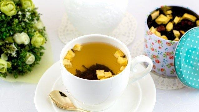 Фото к рецепту: Яблочный чай с клюквой и пряностями