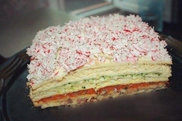 Фото к рецепту: Закусочный торт Рыбный