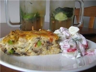 Фото к рецепту: Рисовая запеканка с куриной грудкой, грибами и овощам