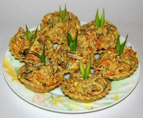 Фото к рецепту: Салат из телячьей печени с морковью и луком