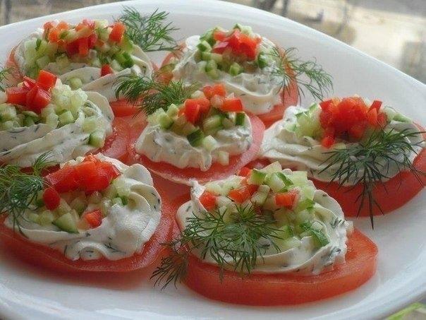 Фото к рецепту: Закуска из томатов с творогом!