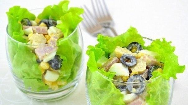 Фото к рецепту: Салат с ветчиной «Пятерка»