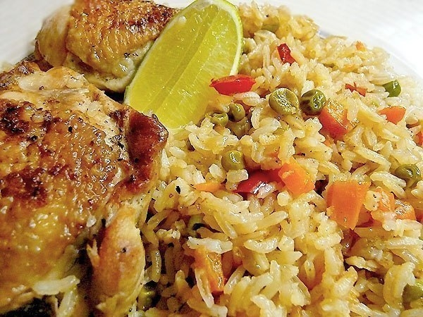 Фото к рецепту: Рис с курицей - Arroz con pollo