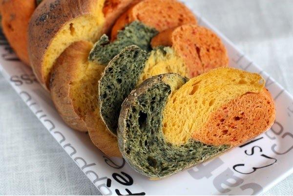 Фото к рецепту: Трехцветный хлеб