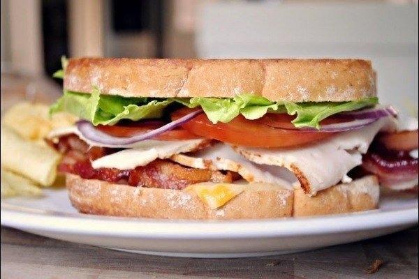 Фото к рецепту: Очень сытный сэндвич