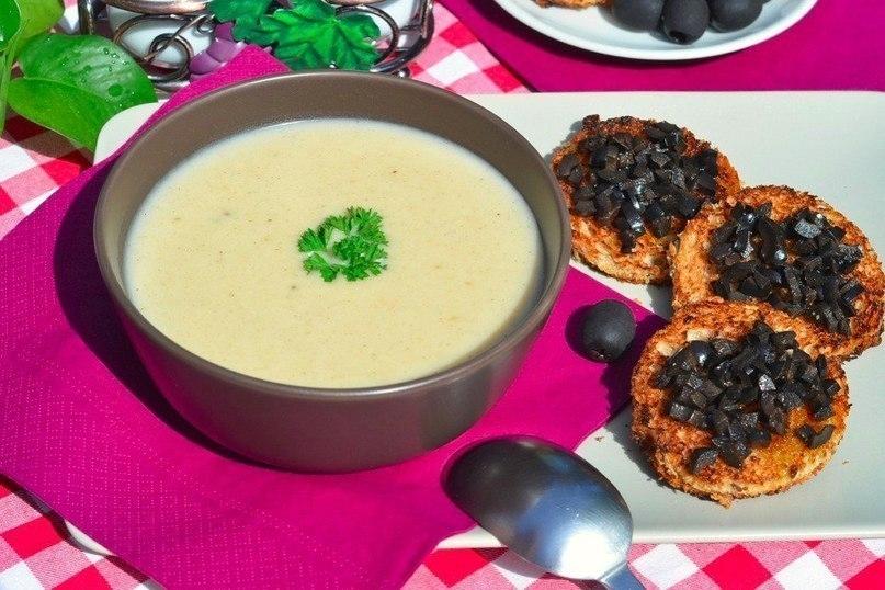 Фото к рецепту: Чесночный крем-суп