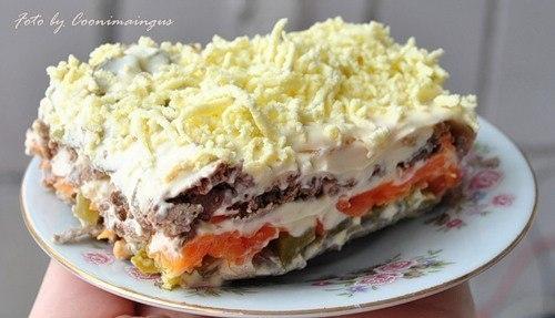 Фото к рецепту: Салат слоёный Печёнкин