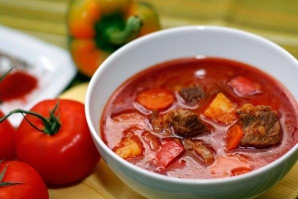 Фото к рецепту: Гуляш венгерский, классический
