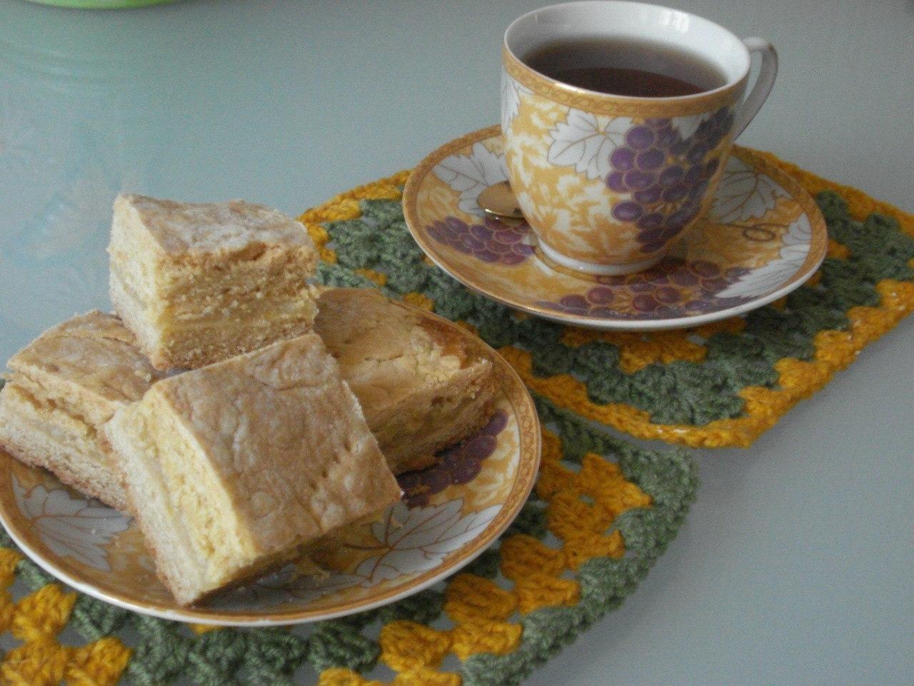 Фото к рецепту: Песочный пирог с лимонной прослойкой