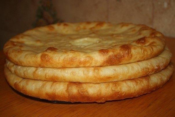 Фото к рецепту: Осетинские пироги с мясом, с картошкой и сулугуни