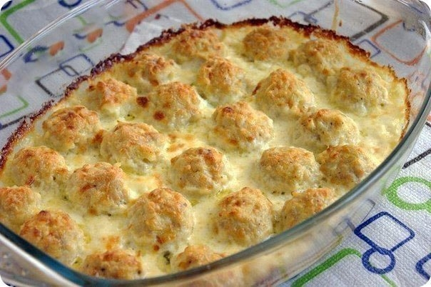 Фото к рецепту: Нежные куриные шарики в сырно-сливочном соусе.
