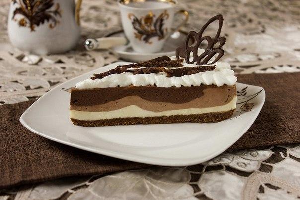 Фото к рецепту: Трехслойный шоколадный чизкейк без выпекания