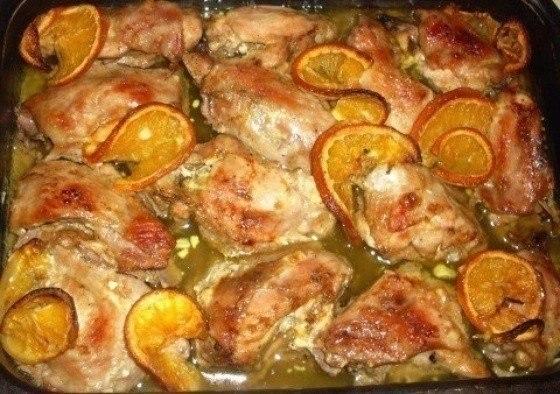 Фото к рецепту: Сочная курочка в апельсинах