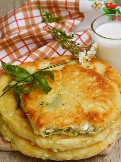 Фото к рецепту: Сырные лепешки с разными начинками