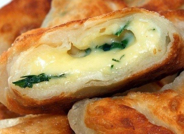 Фото к рецепту: Конвертики с сыром и зеленью