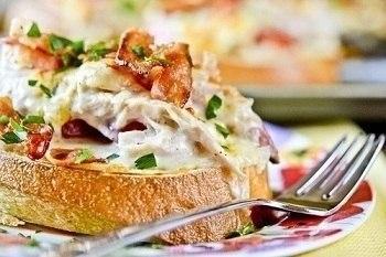 Фото к рецепту: 17 вариантов приготовить заправку для бутербродов.