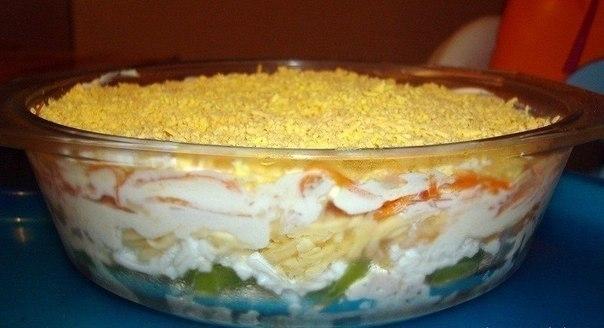 Фото к рецепту: Салат из курицы с корейской морковью и киви