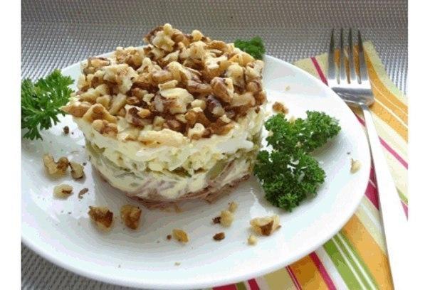 Фото к рецепту: Удивительно вкусный салат Принц