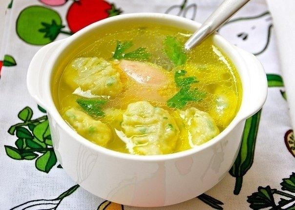 Фото к рецепту: Клецки шпинатные с куриным бульоном