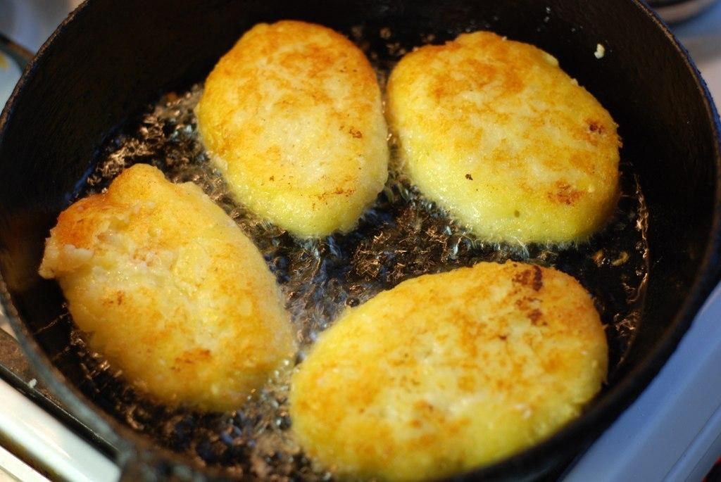 Фото к рецепту: Картофельные котлеты с курицей
