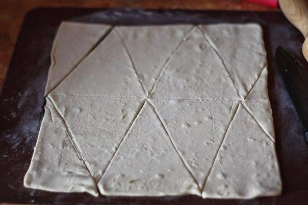 Фото к рецепту: Пирог-венок с беконом, яйцами и сыром