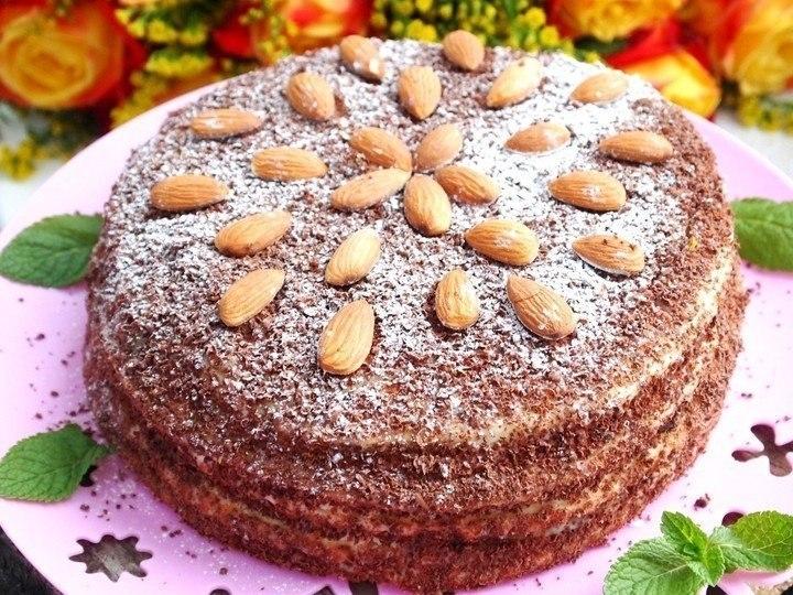 Фото к рецепту: Сметанный торт на сковороде