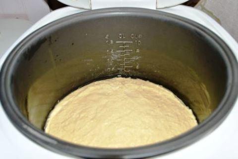 Фото к рецепту: Манник на сметане в мультиварке