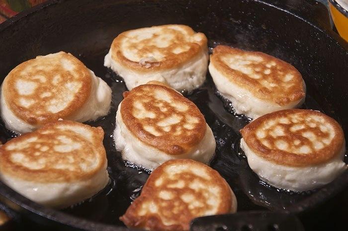 Рецепт приготовления оладьев на кефире с фото пошагово