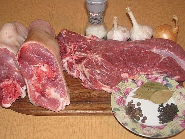 Фото к рецепту: Рулька свиная запеченая