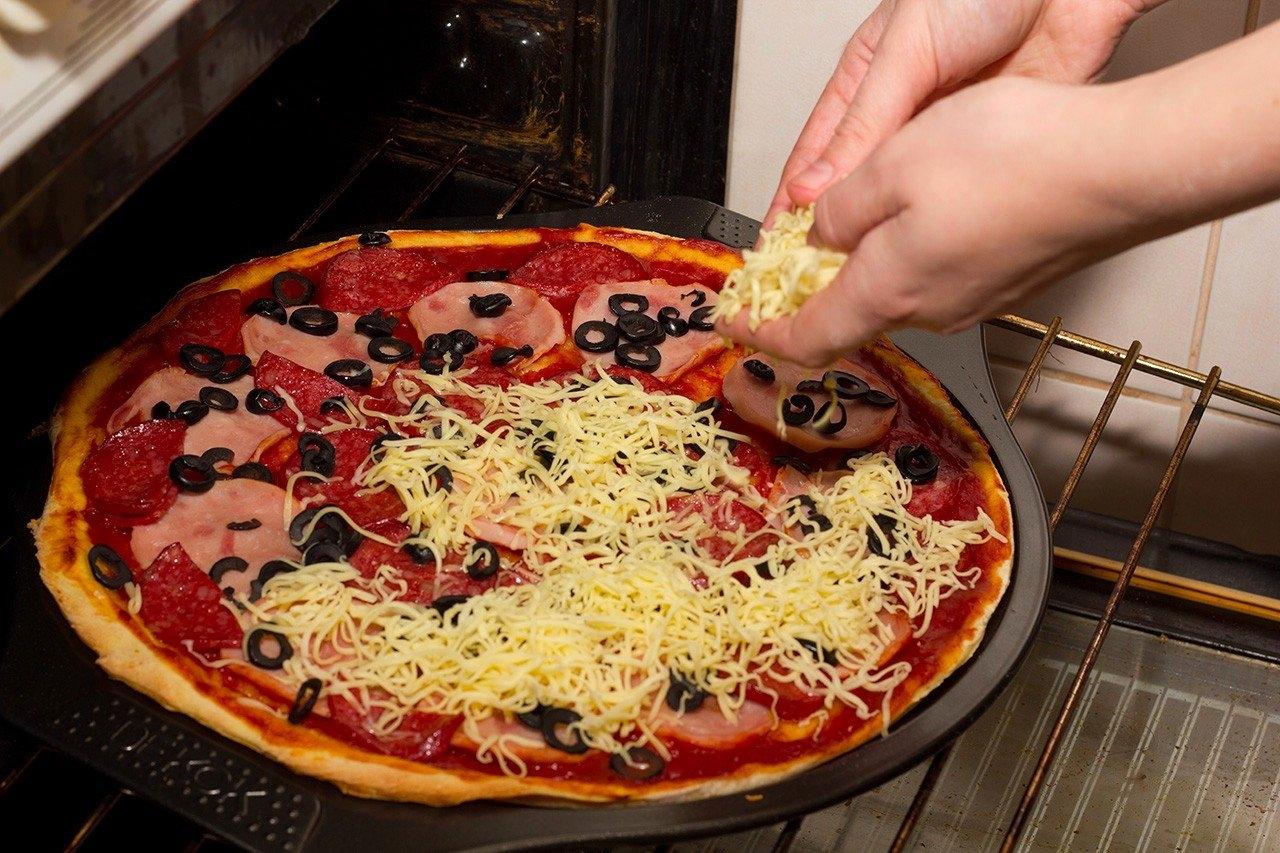 Пицца в домашних условиях из готового коржа
