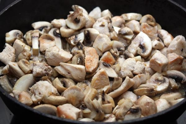 курица с грибами в майонезном соусе рецепт с фото