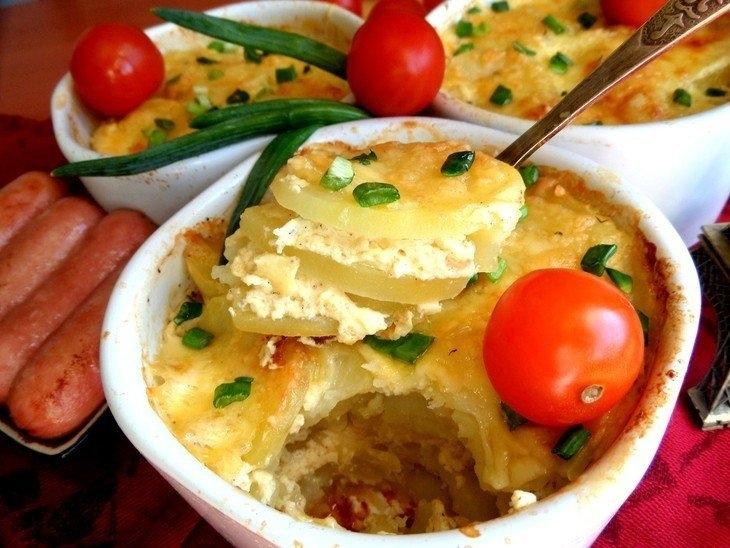Фото к рецепту: Запеченный картофель по-французски