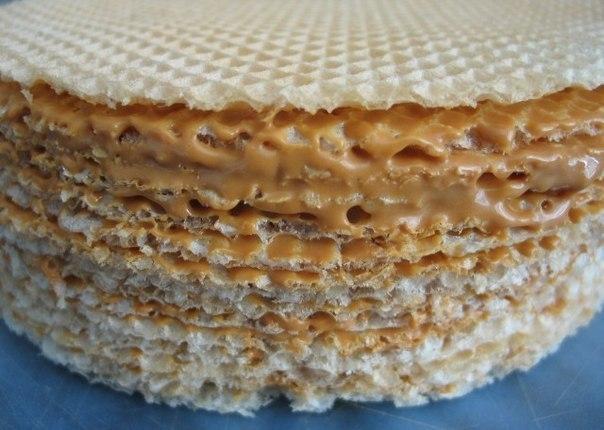 Как сделать вафельный торт со сгущенкой видео