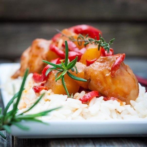 Фото к рецепту: Курица в кисло-сладком соусе по-китайски.