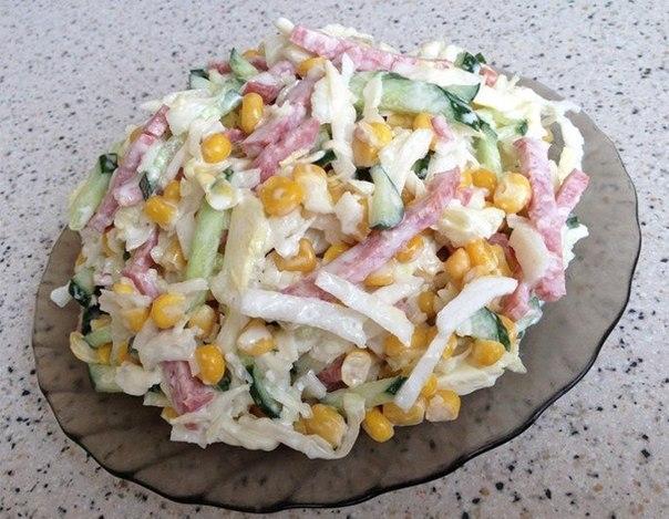 вкусный салат с помидорами и колбасой рецепт