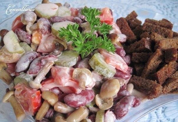 Фото к рецепту: Салат с фасолью ХРУСТЯЩИЙ