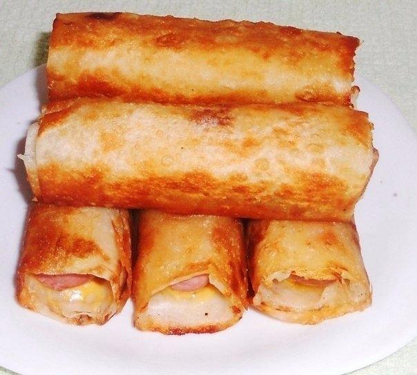 Фото к рецепту: Сосиски в картофельно-сырной шубке и хрустящей корочке.