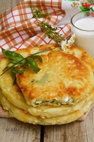 Фото к рецепту: Сырные лепешки с разными начинками.